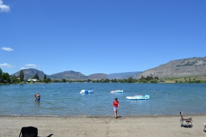 the lakeside resort, tuc-el-nuit, oliver, okanagan, picnic, travel, beach, lake, water,